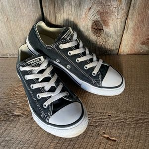 Converse Sneakers Youth Sz 2